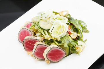 salad with tuna and strawberries