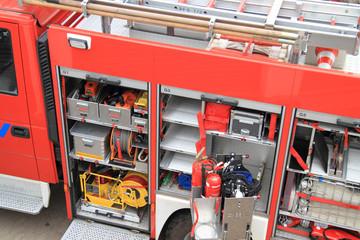 Feuerwehrauto bei Löscharbeiten