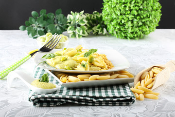 Pasta with bean cream and crumb