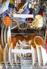 piatti sporchi in lavastoviglie