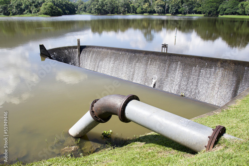 Water supply pipe and dam
