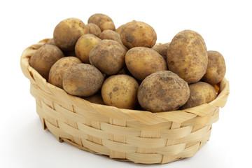 Rohe Kartoffeln in Körbchen