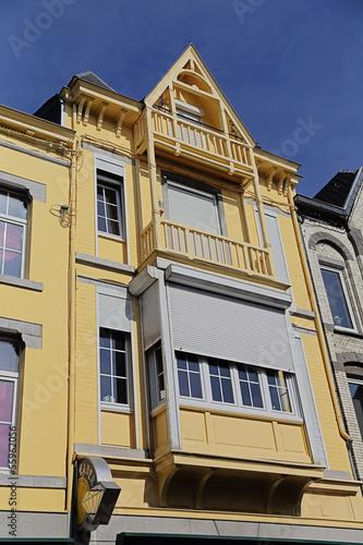 façade maison avec loggia