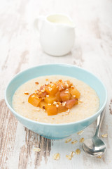 oatmeal with caramelized peaches and yoghurt