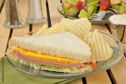 Baloney sandwich with chips