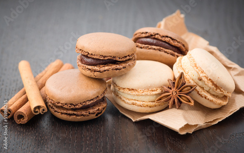 Macaroons with cinnamon