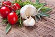 Knoblauch, Tomaten, Kräuter - Textfreiraum