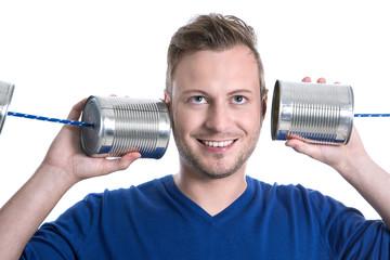 Mann hört sich die Vorteile und Nachteile an - Kommunikation
