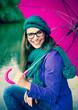 Frau mit pinkem Regenschirm / pink umbrella 06