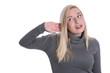 Frau isoliert hört schlecht, ist neugierig, schwerhörig