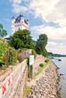 Kurfürstlich Burg und Rheinstrand in Eltville im Rheingau