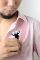 man put razor to the pocket