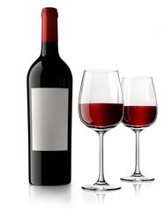 Weinflasche mit Etikett und Gläsern
