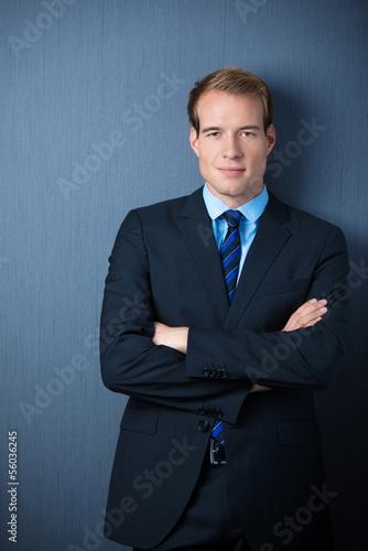 portrait geschäftsmann mit verschränkten armen