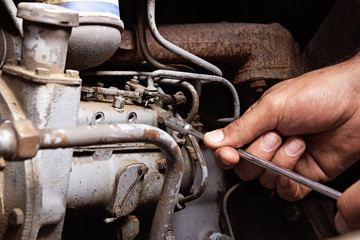 Engine service. Worker hands.