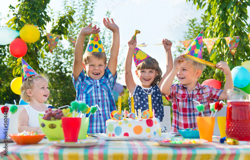 Leinwandbild Motiv Group of kids having fun at birthday party