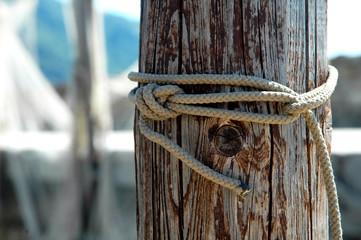 Nodo di corda al porto di Camogli, Liguria, Italia