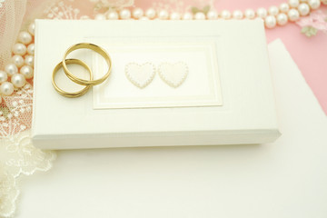 Wedding rings on jewelry box with nore card