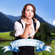 junge Frau im Dirndl vor Alpenhintergrund