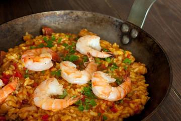 shrimp paella in the fry pan