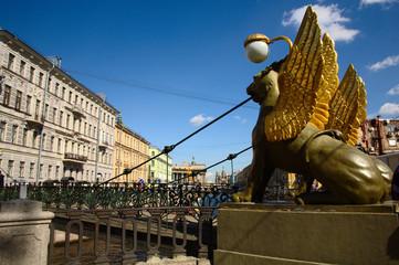 Il primo dei magnifici ponti di San Pietroburgo