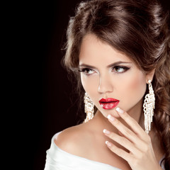Luxury fashionable girl and Jewelry. Make up. Hairstyle. Elegant
