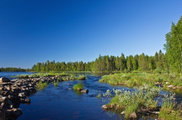 Am Fluss in Finnland