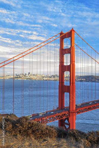 Papiers peints Pont vertical view of famous Golden Gate Bridge
