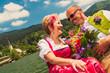 Hochzeitspaar in Tracht  am Schliersee
