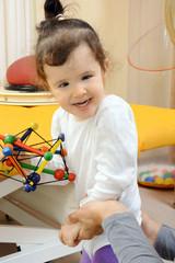 Ergotherapie mit kleinem Mädchen