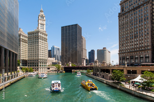 The river and the buildings of Chicago