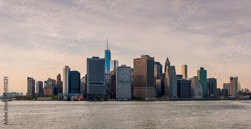 Foto op Aluminium Toronto Sunset on the south of Manhattan with the east river