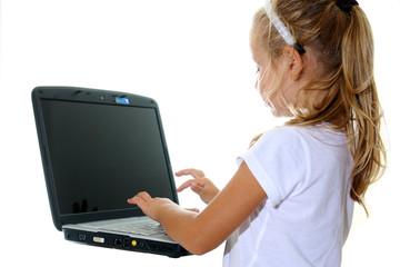 Bambina alle prese col portatile#4