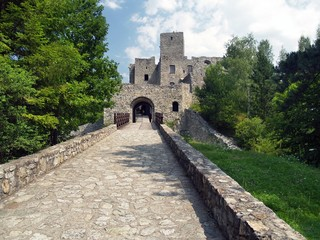 Road and gate of Strecno Castle