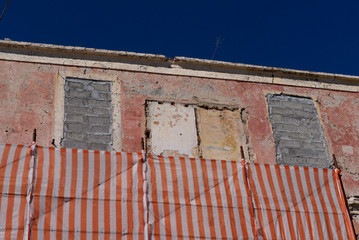 vecchia facciata in rovina