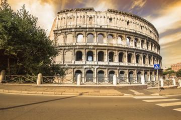 colosseo, srorico monumento romano