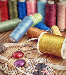 set  sewing threads of different colors