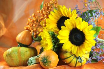Kürbisse und Sonnenblumen