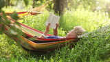 Relax Reading last bestseller in cosy Hammock