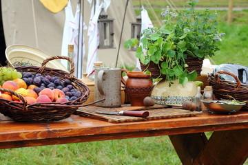 Mittelalterlich gedeckter Tisch