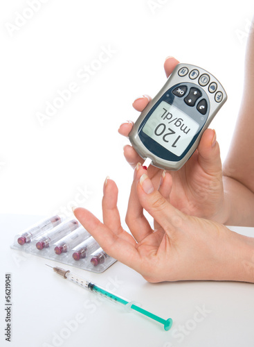 glucose level blood test using mini glucometer