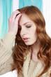 Junge Frau mit Kopfschmerzen - woman with headache