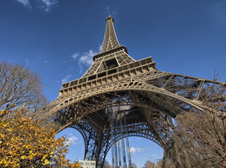 Paris, La Tour Eiffel. Beautiful winter sky on a sunny morning