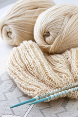 knitted fabric and knitting needles