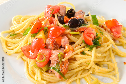 Spaghetti mit Thunfisch - italienische Pasta