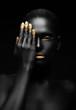 Leinwanddruck Bild - dark-skinned woman with golden make-up.