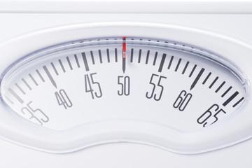 体重計の目盛りのクローズアップ
