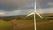 Windenergie Windrad und Regenbogen