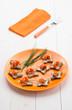 Antipasto : tartine con crema di formaggio e salmone