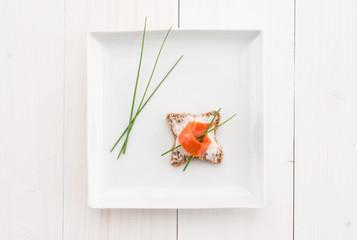 Tartina con salmone e crema di formaggio